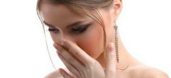 Неприятный запах во время месячных: причины и устранение симптома