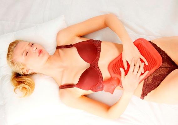 Болит или тянет живот за неделю до месячных: различные причины