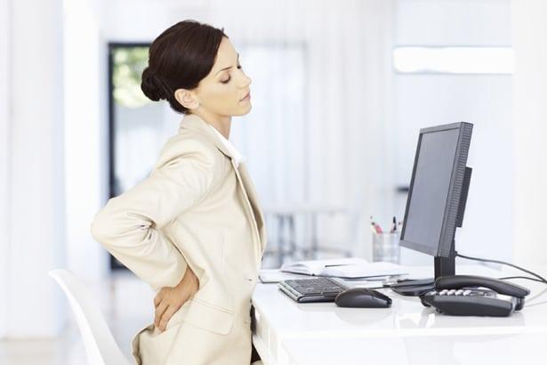 Почему болит спина перед месячными и как ее ослабить