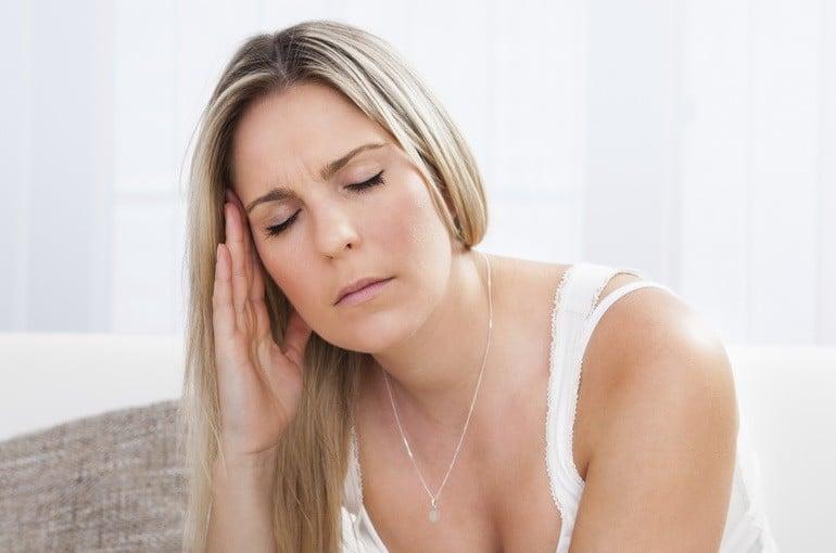 Мучают мигрени перед месячными
