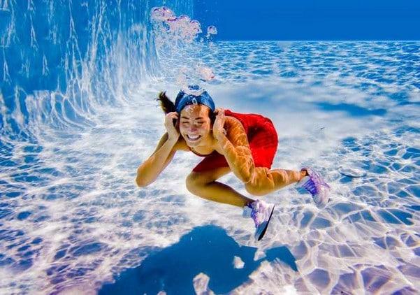 Можно ли и как плавать в бассейне при месячных