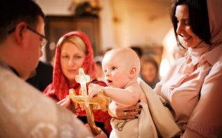 Можно ли быть крестной в месячные